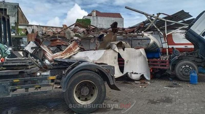 Hasil gambar untuk truk tangki meledak surabaya