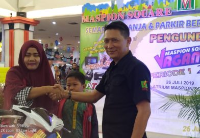 Mal Maspion Square mengadakan program undian berhadiah bagi pengunjung dan customer