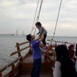 Video-Resto Dermaga Rindu Bangkalan – Bernuansa Romantis Saat Sunset Latar Belakang Jembatan Suramadu