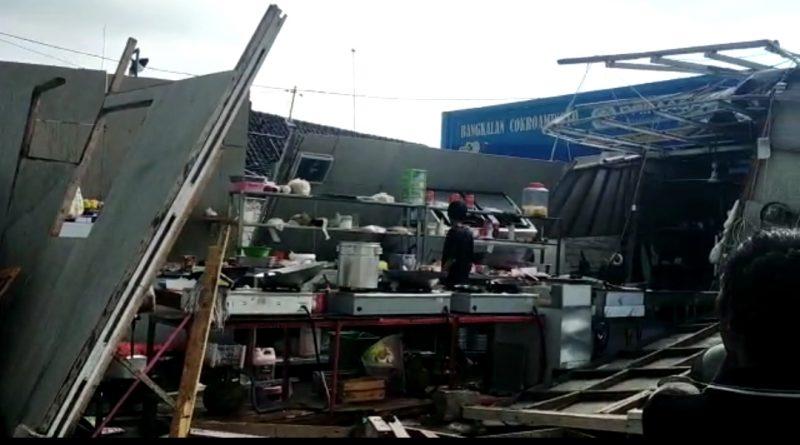 Puluhan Bangunan Rusak Parah, Diterjang Angin Puting Beliung Di Bangkalan